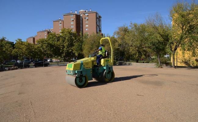 Acondicionan el solar frente al colegio de Los Glacis para convertirlo en aparcamiento