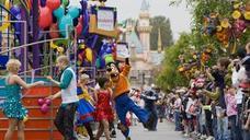 Una niña averigua la contraseña de PayPal de su padre y reserva un viaje a Disneyland
