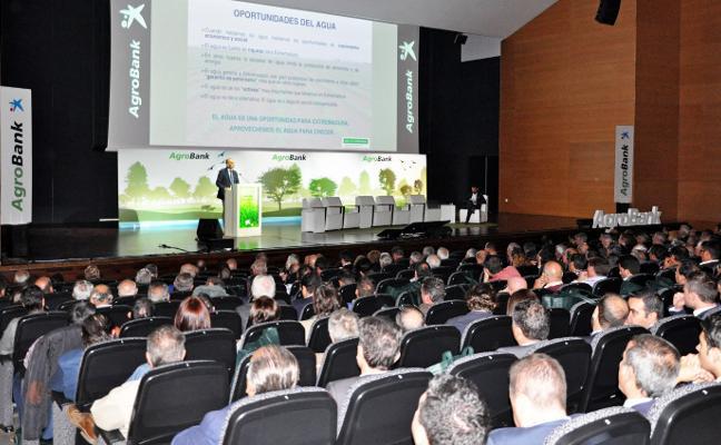 Modernizar el regadío es clave para afrontar el cambio climático, según García Bernal