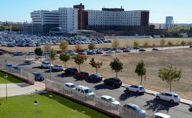 Los usuarios denuncian escasez de aparcamientos en el campus