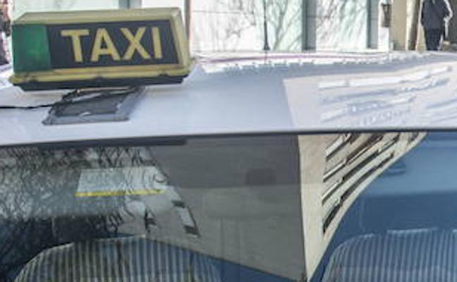 Un taxista de Madrid grabado esnifando cocaína mientras conduce a 120 kilómetros por hora
