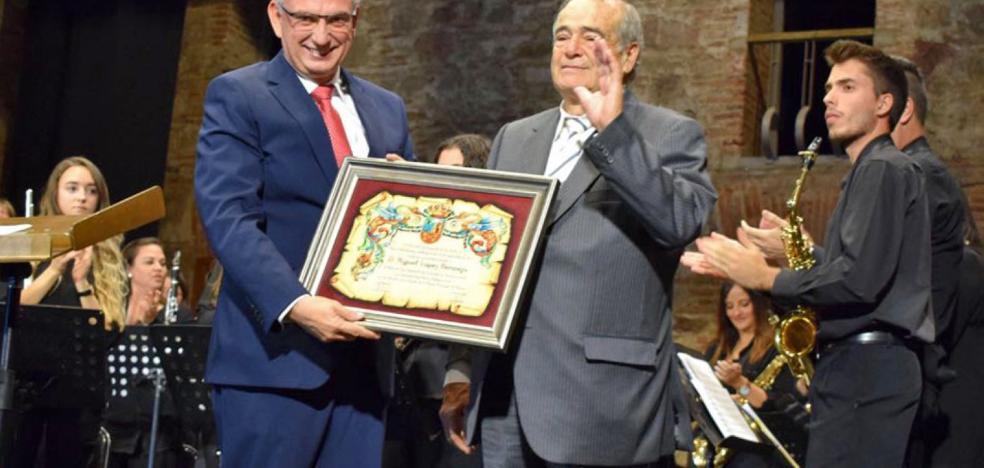 Miguel López Bermejo recibe el título de Hijo Predilecto de Don Benito