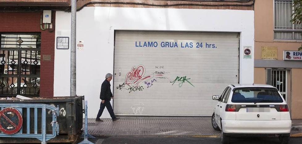 La grúa retira tres vehículos al día en Cáceres, casi la mitad que hace seis años