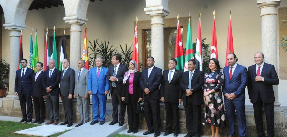 Los embajadores árabes muestran su interés en cooperar con Extremadura