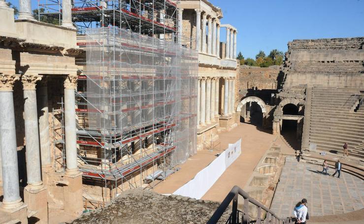 Obras en el frente escénico del Teatro Romano