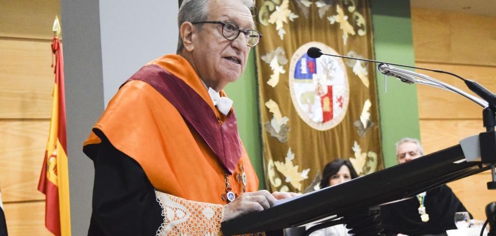Jaime Gil Aluja, investido Doctor Honoris Causa