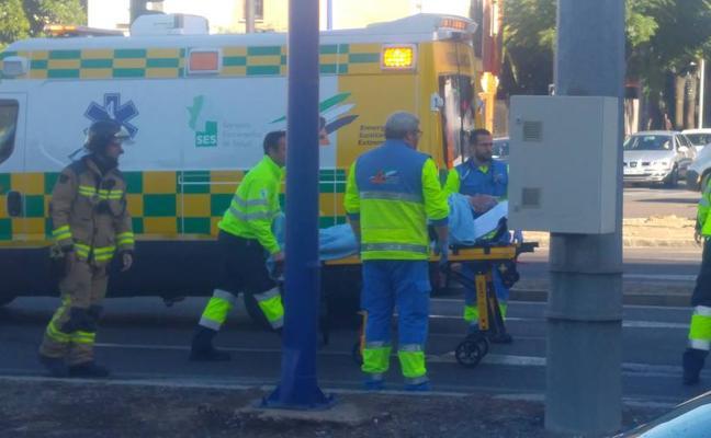 El choque entre un coche y un camión de bomberos deja tres heridos leves