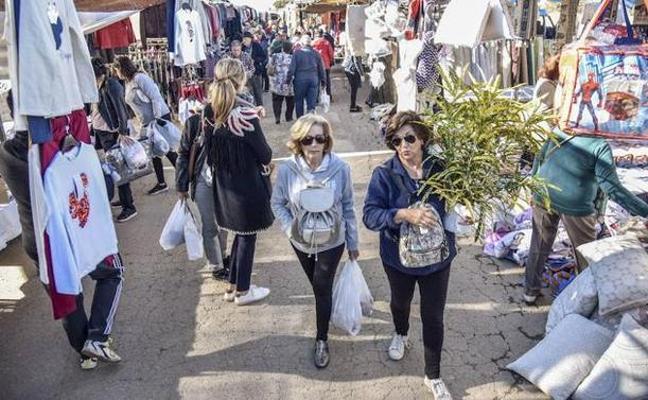 Badajoz aplaza la aprobación de la nueva ordenanza que regula los mercadillos
