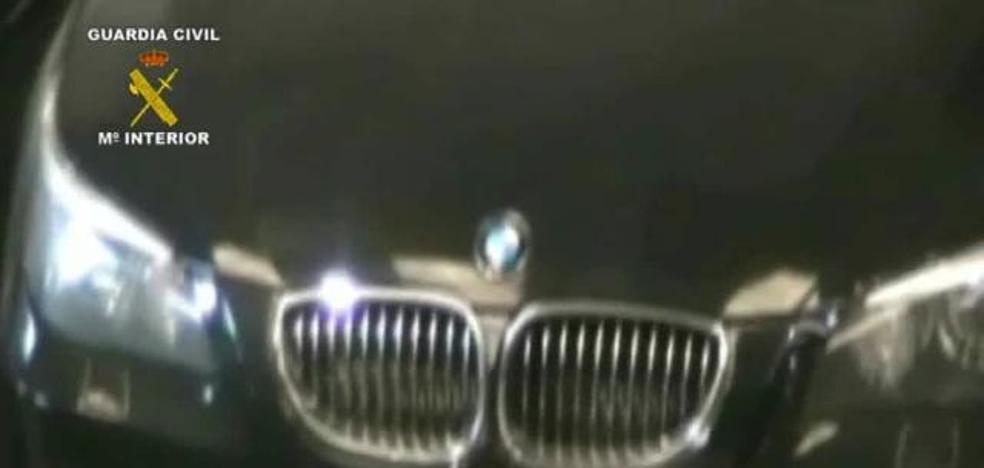 Cae una red que clonaba vehículos robados con ayuda de un funcionario corrupto