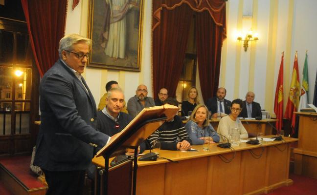 Miguel Valdés toma posesión como concejal