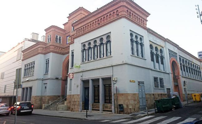 Urbanismo rehabilitará en Don Benito el edificio del mercado de abastos con una subvención de la Junta