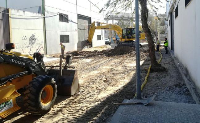 Las obras de urbanización de la calle Serrejón de Navalmoral ya son una realidad