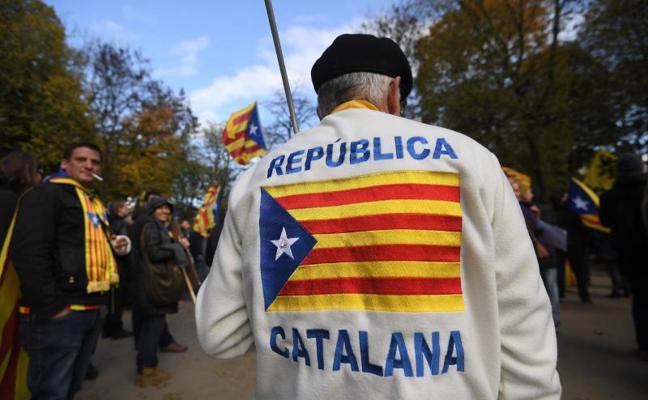 Los 'comuns' piden al independentismo incluir el «referéndum pactado» en el programa