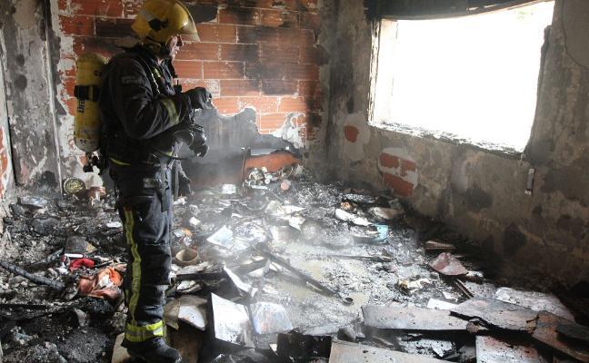 Los bomberos de Cáceres sofocan 300 incendios en viviendas al año