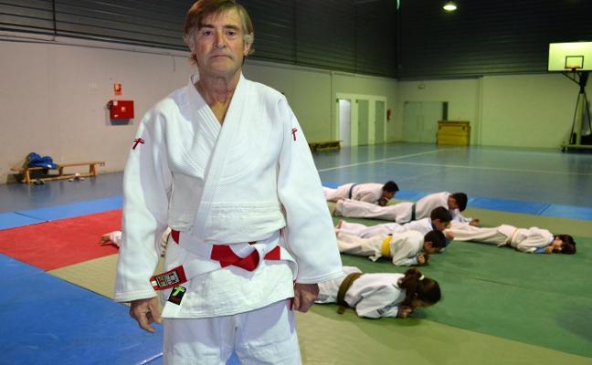Villanueva del Fresno pierde las clases de judo con la jubilación de Rebollo