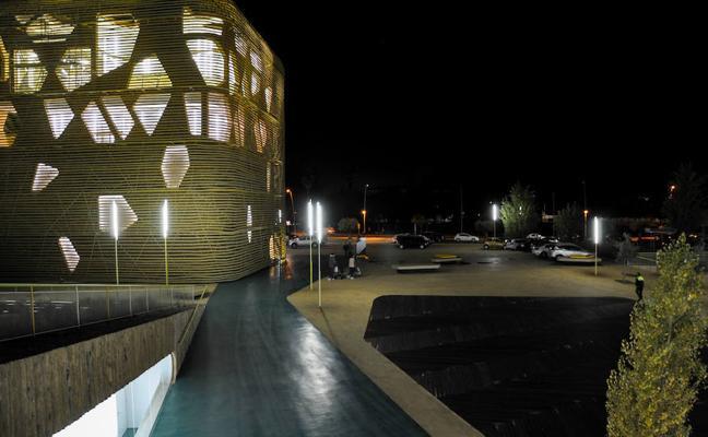 Una década para alumbrar el Palacio de Congresos de Villanueva