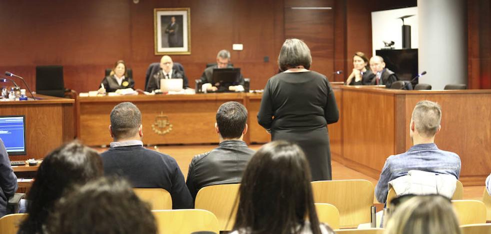 Piden seis años de cárcel a un acusado de lesionar a un joven con un vaso