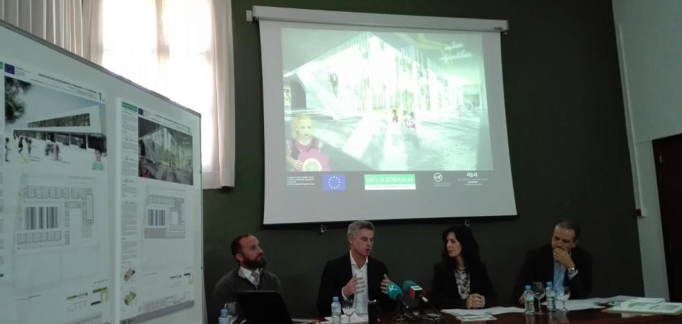 La consejera dice que la obra del nuevo colegio de Almendralejo empieza en seis meses