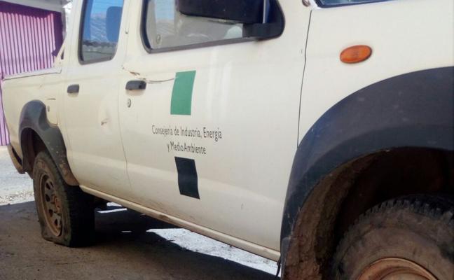 UGT denuncia el ataque en una montería a un coche de los agentes del Medio Natural