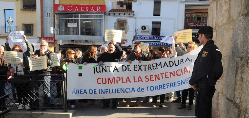 Vecinos de Torrefresneda piden a la Junta que ejecute la sentencia del área de influencia