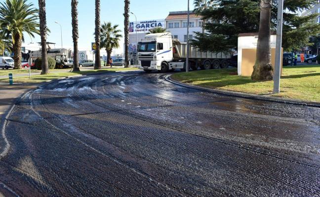 Nuevas obras de asfaltado en la rotonda del Cuatro Caminos