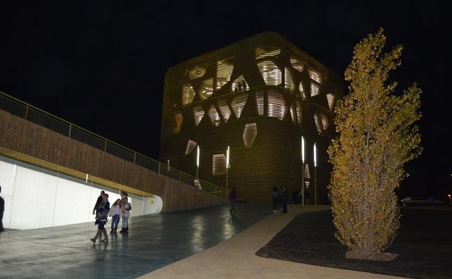 El Palacio de Congresos de Villanueva se abre a las tres comarcas limítrofes