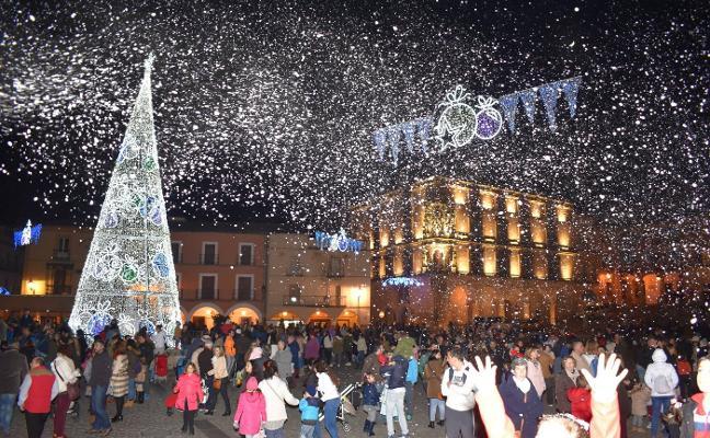El alumbrado del nuevo árbol de Navidad en la plaza Mayor de Trujillo será el 5 de diciembre