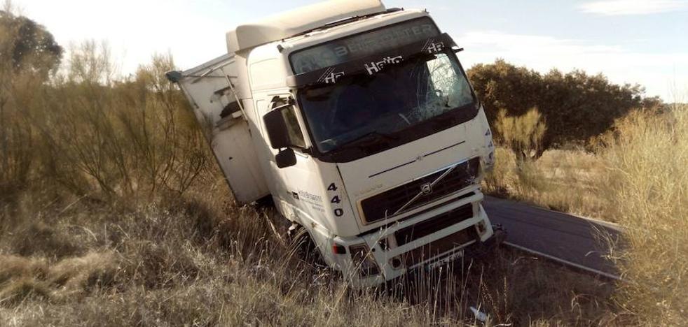 Un muerto y un herido grave en el choque de un tráiler y un camión cerca de Monroy