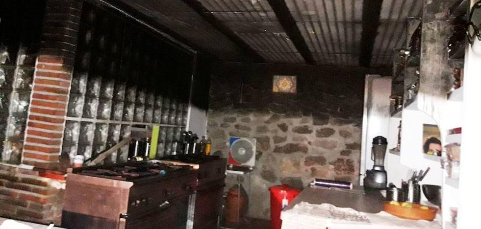 Un incendio causa importantes daños en una casa rural de Villanueva de la Vera