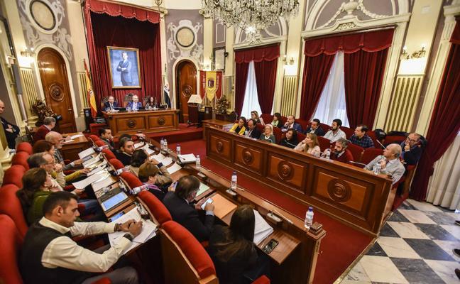 El Pleno de Badajoz aprueba pedir a la Junta que apoye el pequeño comercio de la ciudad