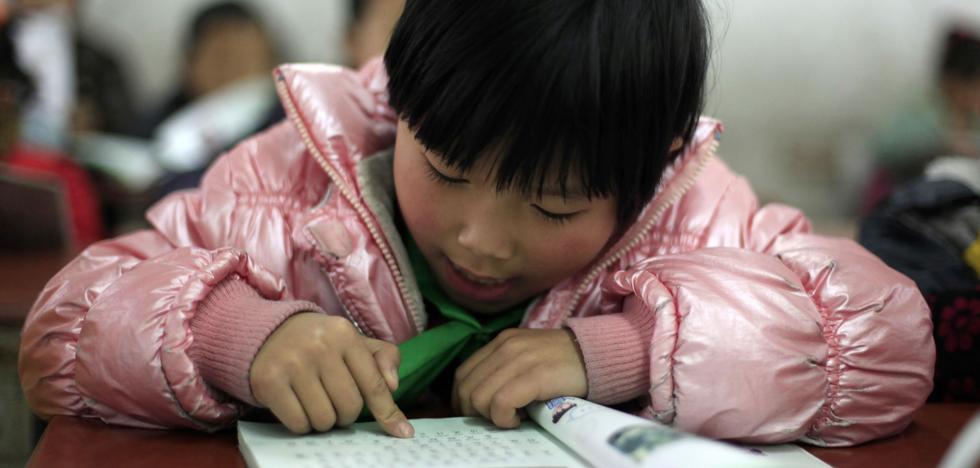 China investiga a una escuela por marcas de jeringuillas en los niños
