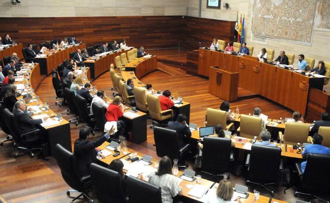 La Asamblea de Extremadura pide redoblar el compromiso contra la violencia machista