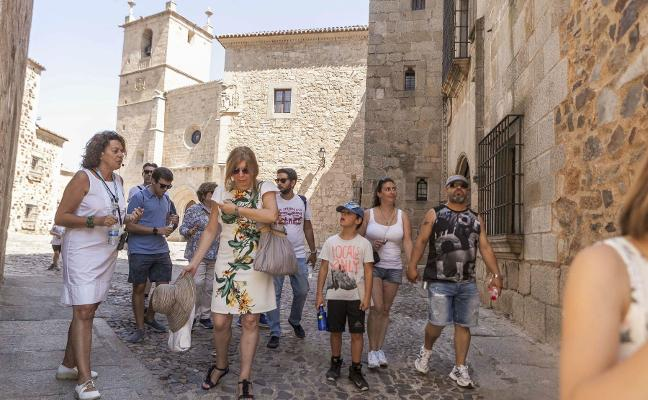 Extremadura atrae ya a tantos turistas franceses como portugueses
