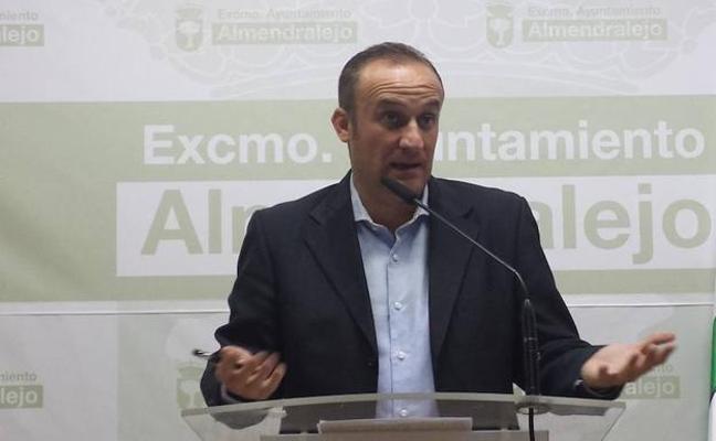 El PSOE denuncia que el abogado del Ayuntamiento de Almendralejo defendió a Lobato