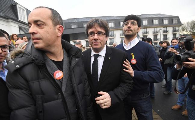 «Puigdemont, el nostre president», lema de Junts per Catalunya