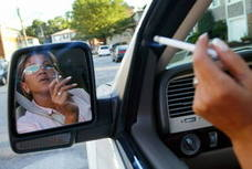 Piden prohibir fumar en coches y recintos donde haya menores