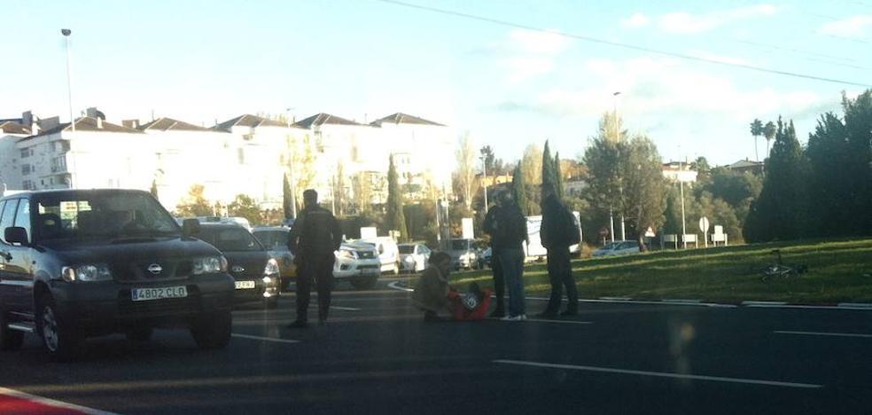 Herido un ciclista de 70 años en un accidente en la rotonda del Quinto Centenario
