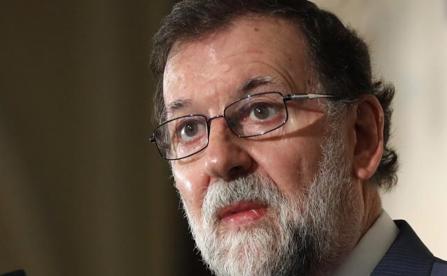 Rajoy: «La defensa de la Constitución está haciendo recular a los que soñaron en vano»