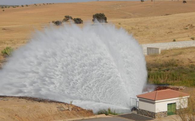 Nuevo desembalse en la presa de Villalba de los Barros