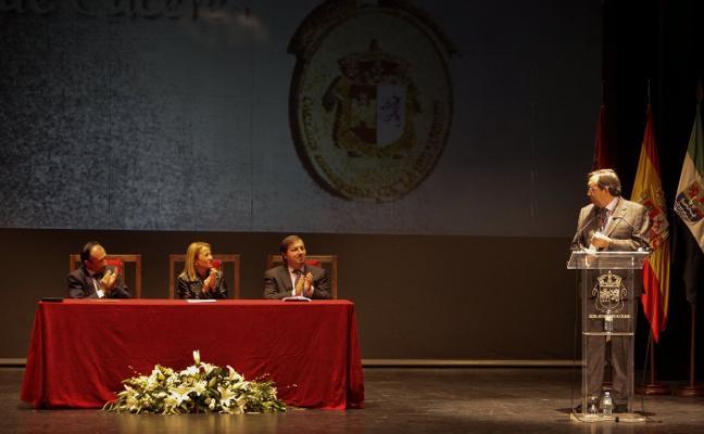 La Laboral se reivindica como referente educativo al recibir la Medalla de Cáceres