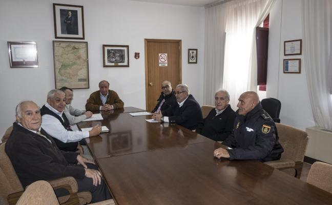 Los jubilados de la Policía piden mejoras a Germán López