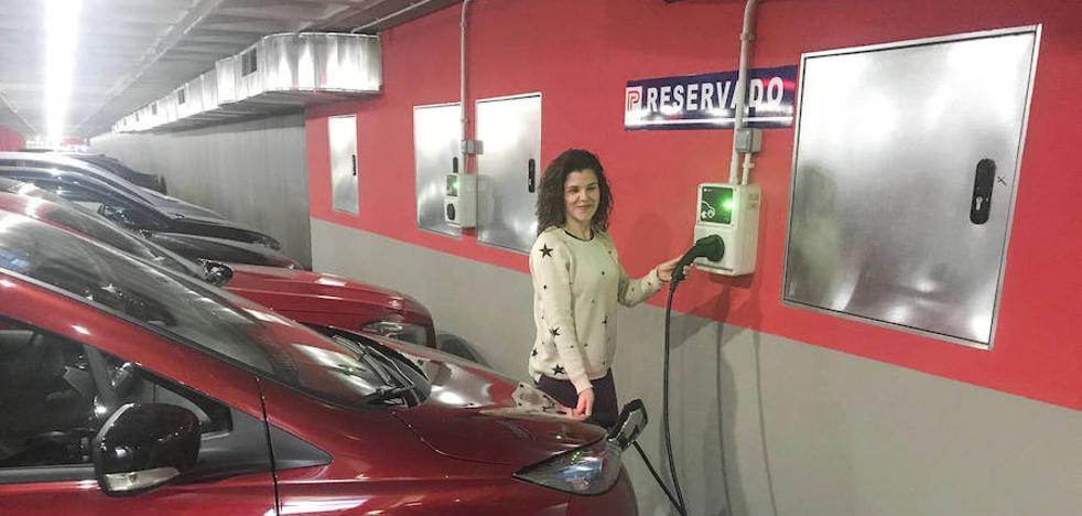 La falta de puntos de recarga frena el avance del coche eléctrico en Cáceres