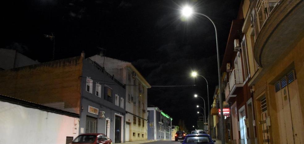 Veinticinco empresas optan a los 19 lotes del macrocontrato de alumbrado de Badajoz