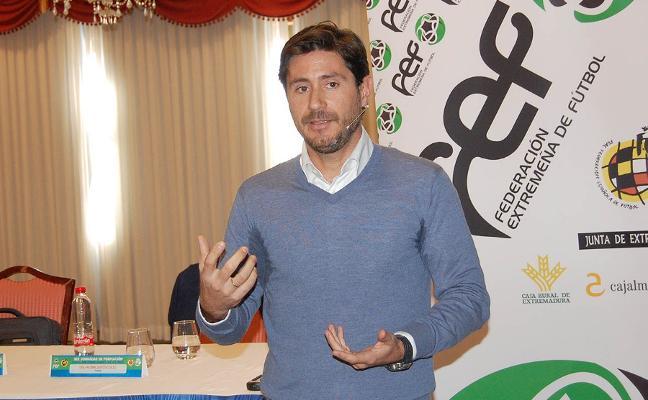 Éxito en las jornadas formativas para entrenadores de la FExF en Mérida