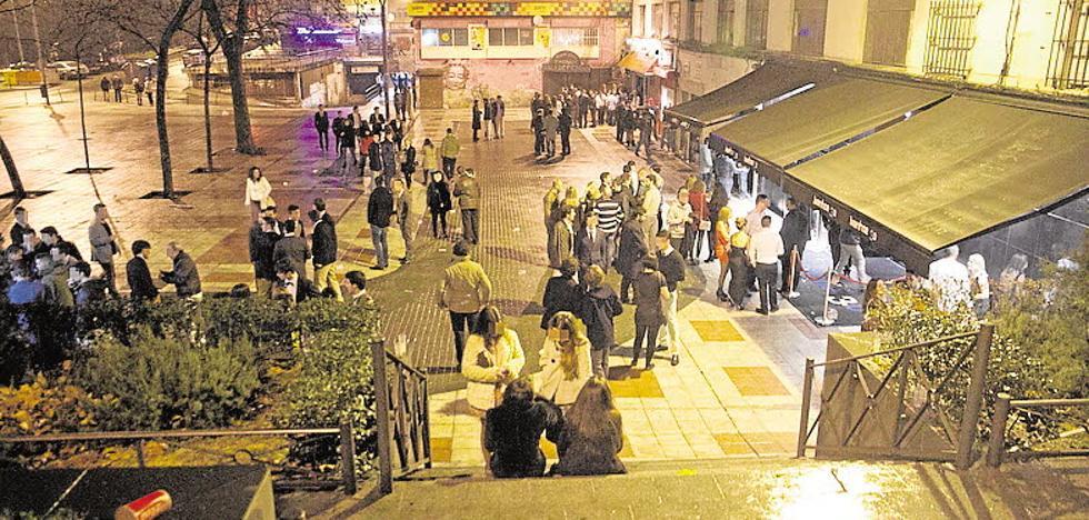 Cinco colectivos vecinales rechazan la ampliación de los horarios de los bares