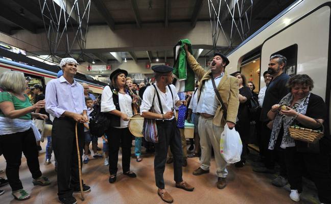 Milana Bonita inicia en Plasencia una gira de protestas por un tren digno