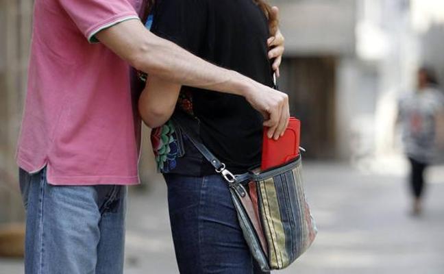 Esclarecidos varios hurtos con el 'abrazo cariñoso' en Extremadura