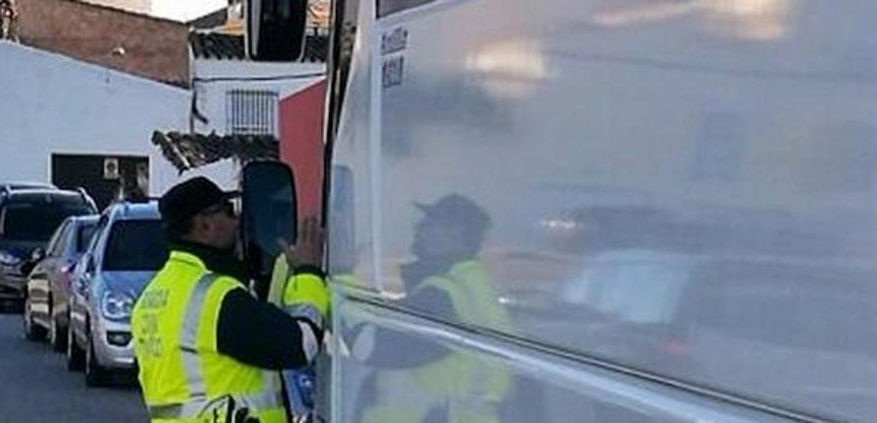 El conductor de un autobús con 16 alumnos de Azuaga da positivo en droga