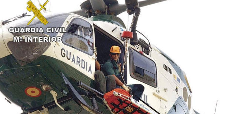 La Guardia Civil rescata a un hombre que sufrió un infarto en una zona inaccesible de Gredos