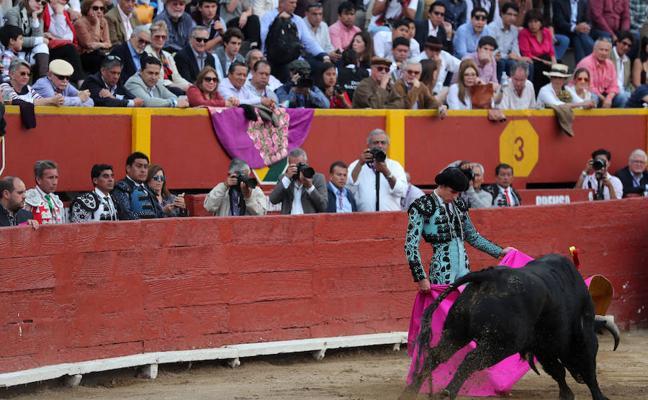 Ferrera y Ginés abren la puerta grande de la plaza de Quito